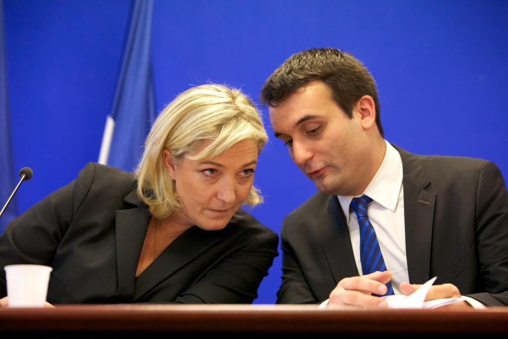Florian-Philippot-et-Marine-Le-Pen-en-conference-de-presse-le-12-janvier-2012_exact1024x768_l.jpg