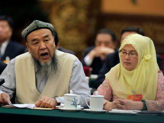 Une-delegation-ouigoure-province-musulmane-Xinjiang-Chine-lors-rencontre-Pekin-10-mars_1_730_404.jpg